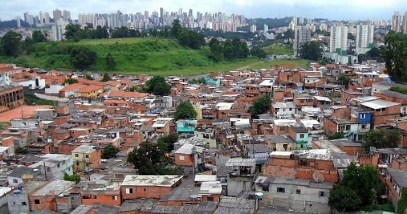 Impactos da pandemia nas periferias são tema de curso com participação de professores da USP