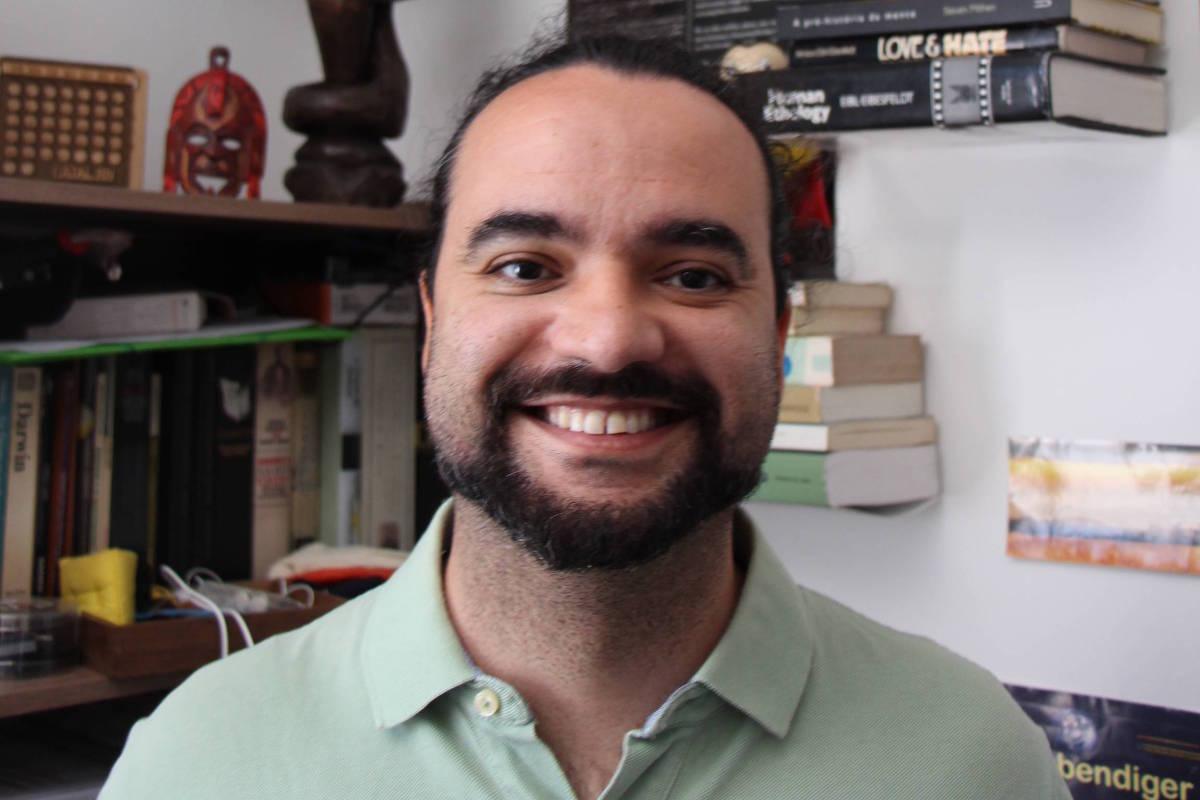 Brasileiro [e pesquisador do IPUSP] é premiado no IgNobel com pesquisa sobre beijo e desigualdade