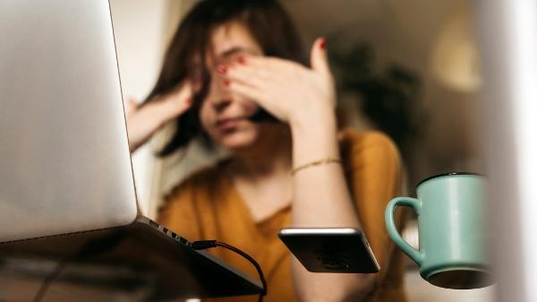 A vida é sofrência? Como a sensação de vazio transformou a geração digital